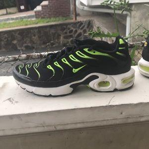 Black and Volt Air max Plus size 7 us